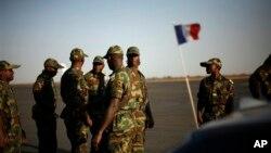 Pasukan yang dipimpin Perancis membantu pemulihan keamanan di Mali (Foto: dok). Organisasi-organisasi internasional dan para pejabat dari Mali bertemu di Brussels, Selasa (5/2).
