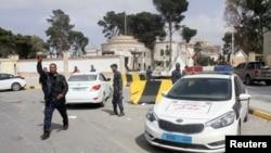 Après la reprise par des groupes armés loyaux au GNA d'un complexe occupé par des partisans d'un Premier ministre auto-proclamé, Tripoli, Libye, le 15 mars 2017. (REUTERS/Hani Amara)