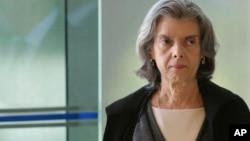 La presidenta del Tribunal Supremo de Justicia de Brasil, Cármen Lúcia Antunes Rocha, aprobó acuerdos judiciales para 77 directivos de una empresa de construcción involucrados en el mismo.