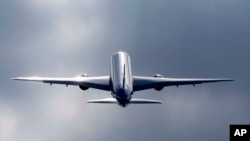 Un Boeing 787 lors du Show International de Farnborough en Angleterre, le 15 juillet, 2014. (AP Photo / Sang Tan)