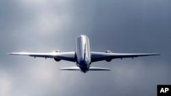 Un Boeing 787 lors du Show International de Farnborough en Angleterre, le 15 juillet, 2014. (AP Photo / Sang Tan)