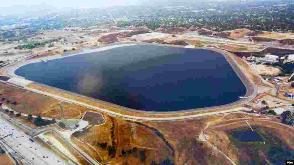 洛杉矶水库从前空照(美国之音国符翻拍)
