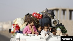 UN: 100,000 People Displaced By Fighting in Yemen