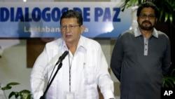 """""""Las FARC son conscientes de que a la fecha no hay vencedores ni vencidos y que la lucha continúa"""", dijo Catatumbo al leer la declaración."""