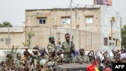 Les membres armés des Forces Armées Maliennes (FAMA) à Bamako
