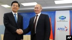 俄羅斯總統普京和中國國家主席胡錦濤9月8日出席在海參崴舉行的亞太經合組織峰會