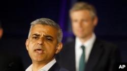Sadiq Khan, memberikan sambutan di City Hall, London setelah memenangkan pemilihan Walikota London (7/5).