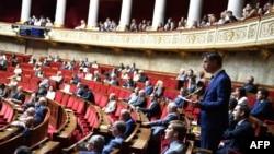 Des députés à l'Assemblée nationale française à Paris, le 27 juin 2018