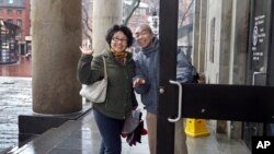 Tourists from China enter Quincy Market in Boston, March 27, 2017. In cities across the country, the American hospitality industry is stepping up efforts to make Chinese visitors feel more welcome.