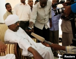 Sudanese intelligence chief Salah Abdallah Mohamed Saleh, also known as Salah Gosh, talks to the media in Khartoum, Sudan, July 10, 2013. Salah Gosh resigned from his post Saturday.