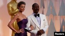 Komedian Eddie Murphy dan pasangannya di acara penghargaan Academy Award. (Foto: Dok)