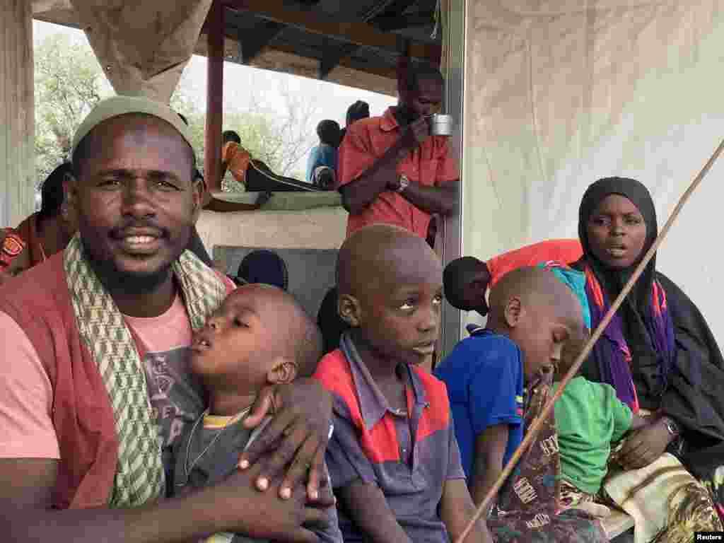 اس کیمپ میں تقریباً 30 ہزار افراد پناہ لیے ہوئے ہیں جن میں زیادہ تر صومالی ہیں۔