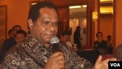 Menteri Negara Lingkungan Hidup Balthasar Kambuaya. (VOA/Nurhadi Sucahyo)