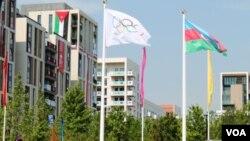 Londonda Olimpiya kəndində Azərbaycan bayrağı qaldırlıb