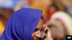 غربت کا مقابلہ موبائل فون سے