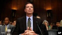 Direktor FBI-a Džejms Komi priprema se da svedoči na Kapitol Hilu u Vašingtonu, 3. maja 2017.