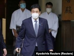 日本防卫大臣岸信夫参拜靖国神社。(2021年8月13日)