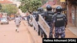 Des policiers anti-émeutes à Kampala, Ouganda, le 21 septembre 2017.