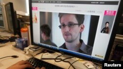 A picture of Edward Snowden, a contractor at the National Security Agency, is seen on a computer screen displaying a page of a Chinese news website, Beijing, June 13, 2013 file photo.
