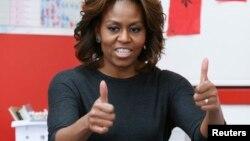 La primera dama Michelle Obama, viajó acompañada por sus hijas y su madre.