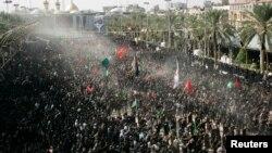 14일 이라크 바그다드 남서부 커바라시에서 열린 아쉬라 행사에 시아파 교도들이 운집했다.