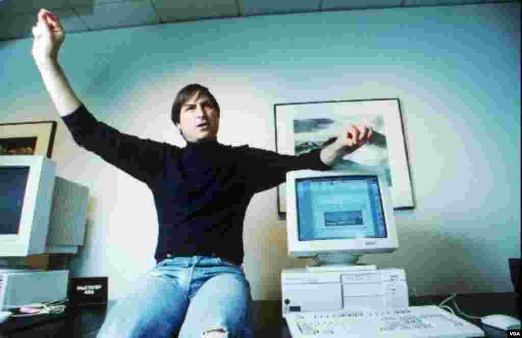 Džobs u prostorijama Piksara, male kompanije kloju je kupio od Džordža Luikasa. Piksar je napravio revoluciju u animiranoj produkciji, što je pomoglo i Džobsu da se finansijski oporavi nakon niza neuspjeha na tržištu (AP Photo/Kristy Macdonald)