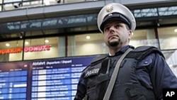 柏林警察站岗