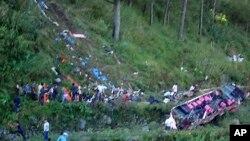 Kecelakaan bus masuk jurang di Bontoc, Filipina utara, menewaskan sedikitnya sembilan orang dan 35 lainnya terluka (7/2).