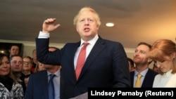 Boris Johnson consegue vitória robusta