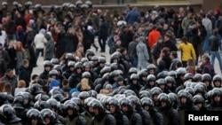 Lapolis bloke manifestasyon sipòtè opozisyon an nan Moskou, Larisi, 26 mas 2017.
