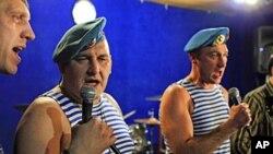 俄罗斯前军人创作的反普京歌曲也在互联网上走红