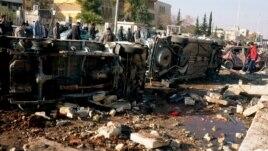 La fuerte explosión provocó la muerte de por lo menos 53 personas en su mayoría civiles que se suman a la lista de 70.000 personas que han fallecido desde que se inició el conflicto.