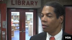 切斯特厄普兰学区主管沃特金斯(视频截图)。