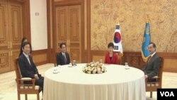 中日韓三年來首次舉行外長會談。(視頻截圖)