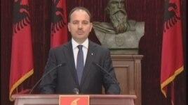 Presidenti Nishani ktheu aktin normativ për nëpunësit civil