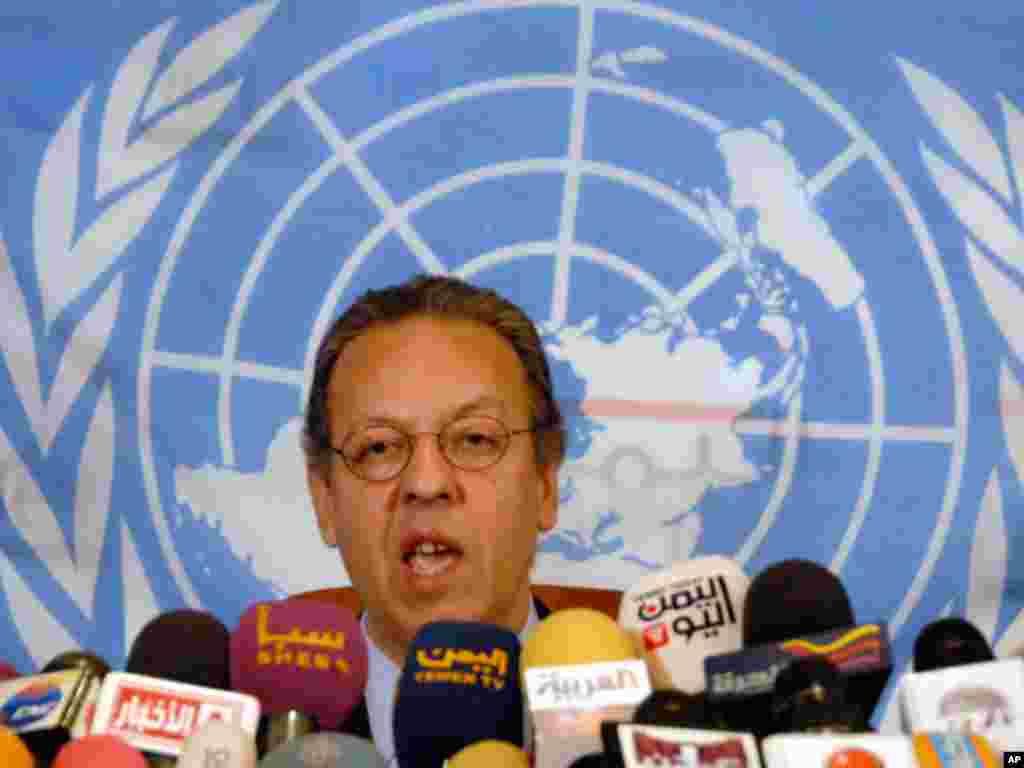 United Nations envoy to Yemen, Jamal bin Omar speaks in Saudi Arabia before Yemen's President Ali Abdullah Saleh signed the deal to transfer power. (Reuters)