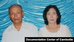 A photo of Yim Tith (left) on January 22, 2011. (Courtesy of Vanthan Peoudara/Documentation Center of Cambodia)