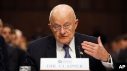 Direktur Intelijen Nasional AS, James Clapper memberikan keterangan di depan komisi intelijen Kongres AS (foto: dok).