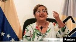 """La presidenta del CNE, Tibisay Lucena, advirtió que de continuar las manifestaciones para presionar por el referendo el proceso se suspenderá de inmediato hasta """"que se restablezca el orden""""."""