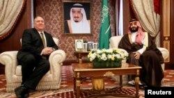مایک پمپئو در دیدار با محمد بن سلمان، ولیعهد پادشاهی عربستان سعودی در جده