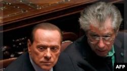 Thủ tướng Ý Silvio Berlusconi (trái) tại một cuộc bỏ phiếu của quốc hội Ý ở Rome hôm 8/11/11