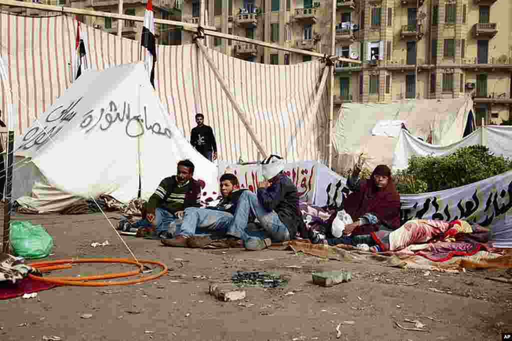 VOA - Protesters rest near tents on Tahrir Square, November 22, 2011. (Y. Weeks)