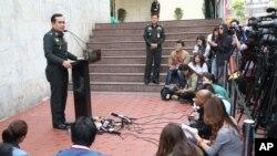 Tham mưu trưởng quân đội Thái Lan, tướng Prayuth Chan-ocha, trả lời họp báo tại trụ sở quân đội ở Bangkok, 27/12/2013