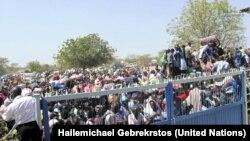 Wananchi wa Sudan Kusini wakitoroka machafuko nchini mwao. Desemba, 2013