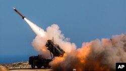 سامانه دفاع موشکی پاتریوت که عربستان برای هدف قرار دادن موشک های شلیک شده توسط حوثی ها از آن استفاده می کند.