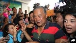Ứng cử viên Sukhumbhand Paribatra của đảng Dân chủ đối lập thắng gần 200,000 phiếu cao hơn so với cựu cảnh sát trưởng quốc gia Pongsapapat Pongcharoen được sự hậu thuẫn của đảng Pheu Thai.