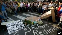 Vigilia por uno de los estudiantes muertos en los violentos enfrentamientos en Caracas.