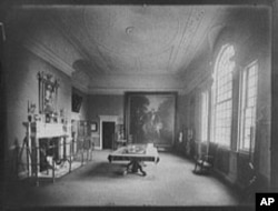 Here's Mount Vernon's banquet hall in 1902. Still no a/c units.