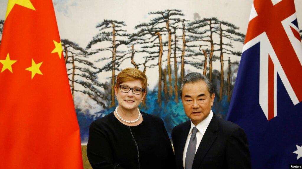 Ngoại trưởng Úc Marise Payne gặp Ngoại trưởng Trung Quốc Vương Nghị tại Bắc Kinh, ngày 8/11/2018.