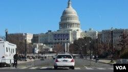Por seguridad, las principales vías de acceso al Capitolio estarán cerradas desde el sábado hasta el lunes por la noche. [Foto: Iscar Blanco, VOA]
